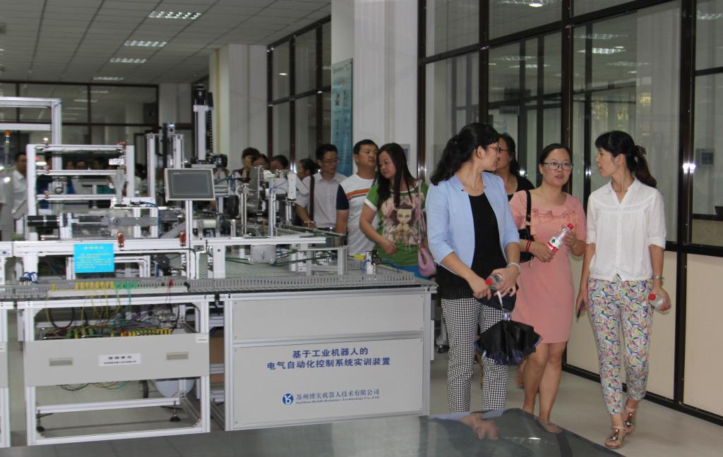 陕西工院组织优秀教师参观学院新建实验实训基地